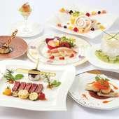 目でも楽しめる美しい料理の数々