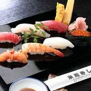 にぎりプラス巻き物とおわん付きです。江戸前の粋な味わいをお楽しみください。