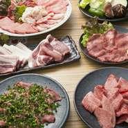 牛肉は、鹿児島県産を中心にA4ランク以上のものを使用しています。味の決め手の「タレ」は、野菜やフルーツを使って甘すぎない「松角オリジナル」。肉との相性が良いと評判です。