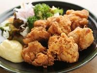 朝〆の新鮮な鶏肉を使用しているのでジューシーで美味しい鶏肉をお楽しみ頂けます