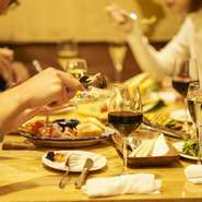 本格イタリアコース料理を大皿でみんなでわいわいシェアしながら楽しんでください。