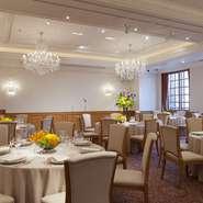 ホテル3階に宴会場をご用意しております。お世話になった方々の門出を祝うお席や、新しく入ってこられる方々をお迎えする時間をホテル ラ・スイートが優雅な空間とグラン・シェフによるお料理で演出いたします。