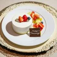 東側に見える神戸ポートタワーは夕映えや夜のライトアップで浮かび上がり、ハーバーランドの夜景が一望できます。