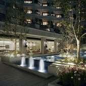 幻想的にライトアップされたアクア・ガーデン