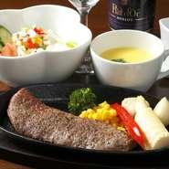 ステーキは予約をお願いします。石窯を使い、遠火の強火でお肉をふっくらジューシー焼き上げています。