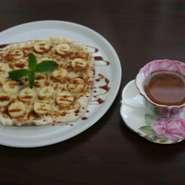 リンゴ・バナナ・ぜんざい乃ピッツアにコーヒー・紅茶のセットで癒しのひと時をお過ごしください