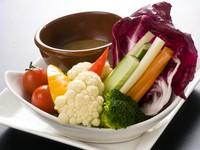 ~日替わりで季節の野菜を特製ぐつぐつのバーニャカウダーソースで!