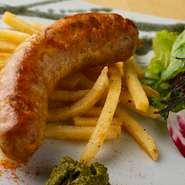 豚挽肉と数種ハーブを効かせたオリジナルソーセージ。アクセントの紫蘇マスタードと一緒に楽しんで下さい!