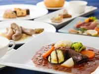 ワンランク上のオードブルと、さらに色々なお料理から選べるメインディッシュの2プレートディナーコース