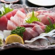 確かな目で厳選吟味、その日の獲れたての新鮮な魚介の盛り合わせ。お酒とともに召し上がれ。