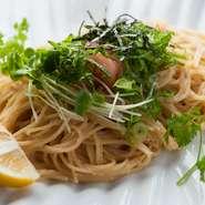 リピーターの多い看板メニュー。小腹を満たす魚群自慢の味をぜひ、ご賞味ください。