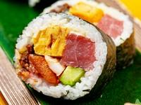一度食べればやみつきの味『三八波巻(太巻)』