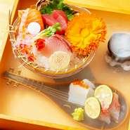 和歌山の『うまいもん』がテーマのお店。和歌山各地より良質な食材を用意しています。特に魚は鮮度にこだわり、毎日地元の漁港まで足を運んで仕入れています。