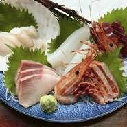 うまい料理の基本は「食材」から。魚介類は八戸から、牛肉は岩手県産を使うなど、仕入れ先を選んで、うまい料理を出せるように努めています。