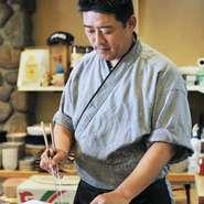 毎日仕入れるこだわりの魚を、お刺身はもちろん、美味しい料理や鍋で堪能できます。お刺身は仕入れ次第なので、メニューにはあまり載せていませんが、是非その日のおすすめを食べてみてください。