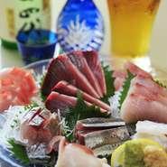 毎日市場で仕入れる魚介類は鮮度抜群! 7、8種類入ってとってもお得です。