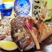 鯛のかぶと塩焼き。この香ばしいさ是非味わいたい。