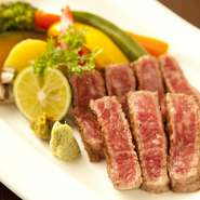 絶妙な焼き加減で肉本来のうまさを味わえます。地元の野菜と一緒にご賞味ください。