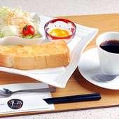 『モーニングセット』はトースト・サラダ・デザート・コーヒー付