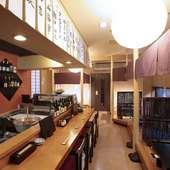 1階はカウンターと座敷、2階は宴会に使える個室