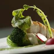 新鮮な素材を丁寧に調理した『魚料理』は季節に合った魚を使用しております。ぜひご賞味ください。 ※コース料理の一例となります