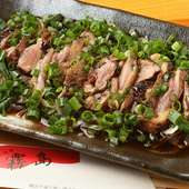 鶏肉の新鮮な風味が味わえる『宮崎地鶏 たたき』