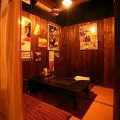 レトロな雰囲気の中、ゆっくりとくつろげる個室