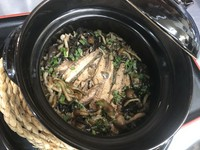 脂たっぷりのサンマを南鯖石産のおいしいコシヒカリと炊き上げました。お出汁をかけてお茶漬けにしても絶品なので2度楽しめます。