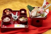 お肉もお魚もお野菜もしっかり!をコンセプトに したボリュ-ム満点のお弁当です。  ◆おにぎりに変更すると1100円