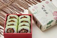 たっぷりの連島産蓮根(れんこん)のすり身を岡山産豚肉で巻いたカツを巻き寿司に!! また、海苔ではなく大豆からできた、ソイシートで巻いており色鮮やかな、どこにもない華やかな巻き寿司となりました。