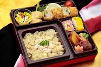 蓮勝と季節の創作料理のお弁当 ご飯は季節の炊き込みご飯です♪  ※白ご飯 1.296円 ※赤飯  1.512円