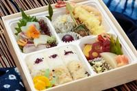 会議、接待におすすめです♪ 刺身、天麩羅季節の煮物など日本料理のお弁当です