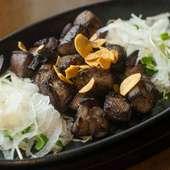 鹿児島産の鶏肉を備長炭で香ばしく焼き上げた『鶏の炭火焼き』
