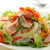 沙久良特製ベーコンと野菜のホットサラダ