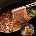 唐辛子の辛味が豚肉の甘みを際立たせてくれます。コクのある味わいと深みのある辛さをお楽しみ下さい。