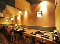 和モダンな空間で食事を楽しめます