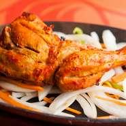 本場インドのスパイスがチキンの旨みを引き立たせた一品。香ばしい香りも加わり食欲をそそります。