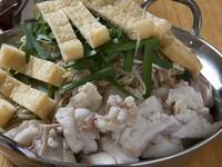 牛骨を長時間煮込んで取ったスープにプリプリの和牛小腸を使った贅沢な鍋です。
