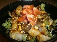 新鮮野菜を塩焼きコウネで包んで召し上がりください