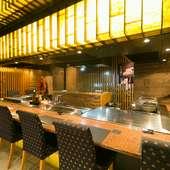 和モダンな大人の空間で楽しむバラエティ豊かな料理の数々