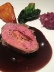 自然薯とトリュフの衣で覆ったシャラン鴨は赤ワインとバルサミコチョコレートを加えたソースで