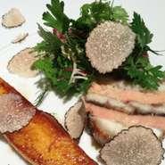 鰻とフォアグラのプレッセ、焼きマンゴー添え