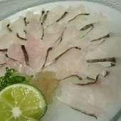さまざまな場面で利用できる、落ち着いた雰囲気の店内