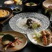 個人まりとしたテーブル席とゆったりとしたカウンター席