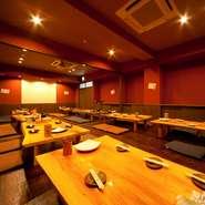 2階に60名までと18名までOKの宴会場を完備。テーブル席の宴会場なので脚が悪い方でも使いやすいと好評です。