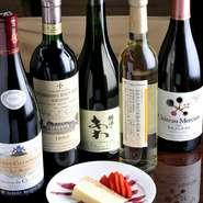 日本のワインをはじめ、フランスやイタリア、アメリカなどの美味しいワインも揃っています。さっくりと揚がった串揚げともよく合います。落ち着いた雰囲気の中で、大人の女子会はいかがですか?