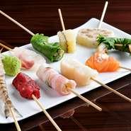 お刺身でも食べられる魚貝やお肉、新鮮な国産野菜を串揚げで。ストップのお声がかかるまでお揚げします。