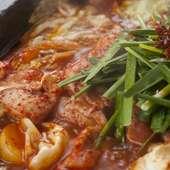 一度食べればやみつきになる『博多赤鍋タッカルビ』