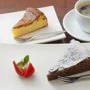 チーズケーキはしっとりしながらも優しい甘さ、チョコレートの味が濃厚なガトーショコラは、ビターな甘さ。 どちらのケーキもすぐに食べ終えてしまうほどの美味しさです。