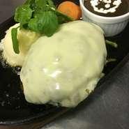 【イートイン税込1815円/テイクアウト税込1782円】  Cheese hamburger (200g)